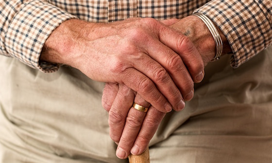 hands-981400_1280-%e6%8b%b7%e8%b2%9d